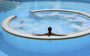 pool_frau